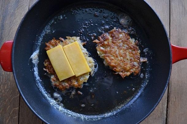 Grilled-Cheese-Latkes-Nosher3
