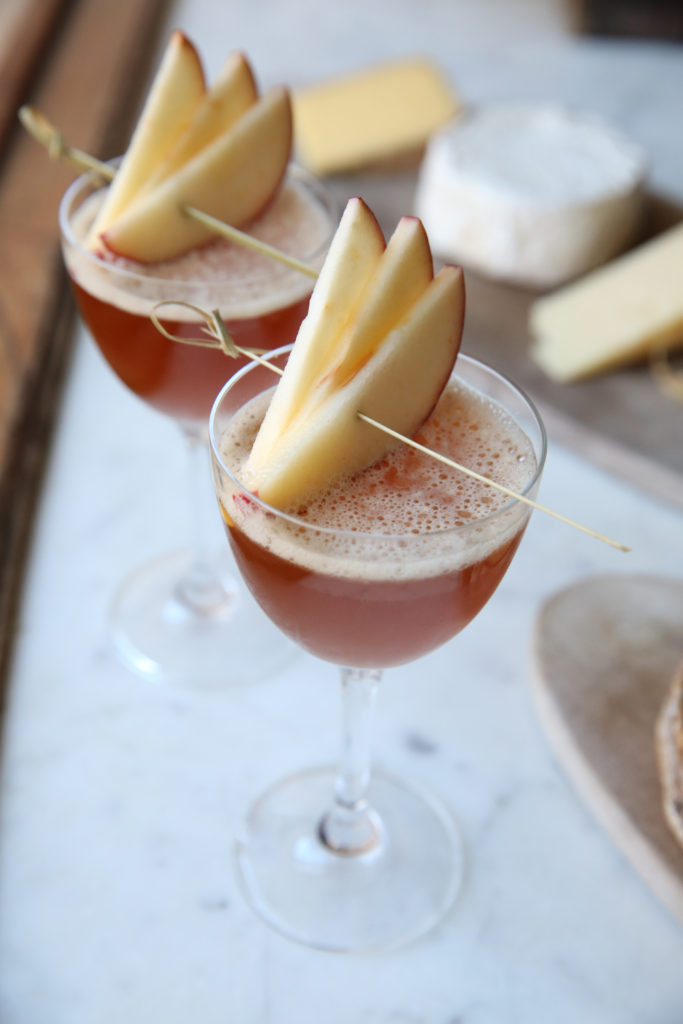 https://blog.murrayscheese.com/wp-content/uploads/2018/02/hotel-delmano-cocktail-cheese-pairing-1U9A4989-683x1024.jpg