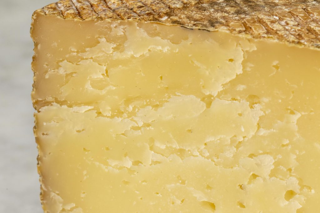 https://blog.murrayscheese.com/wp-content/uploads/2020/01/Olive-Oil-Rubbed-Manchego-3503-1024x683.jpg
